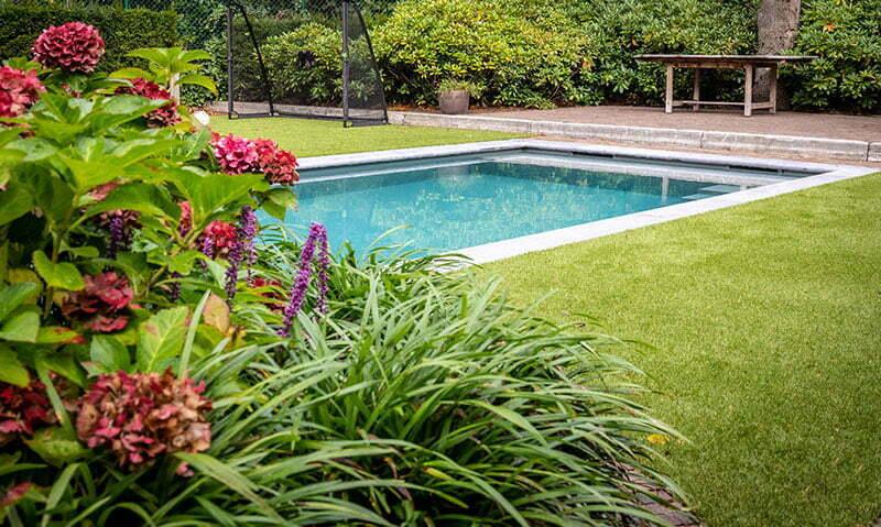 Tuin-kunstgras-en-planten